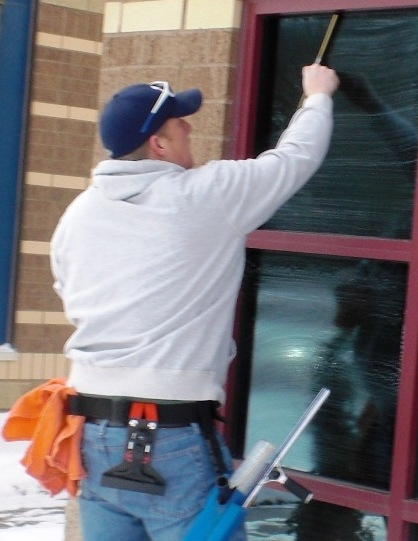 Window Cleaner in Minnetonka